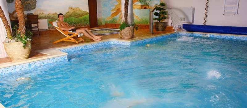basen z jacuzzi relaks nad wodą