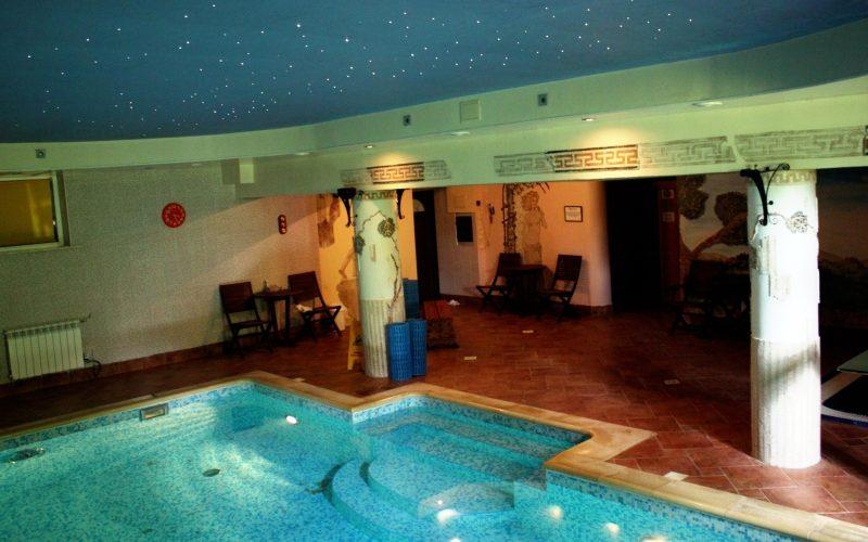 basen w hotelu rubbens widok z góry