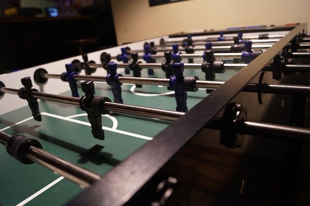 bowl club w hotelu - piłkarzyki