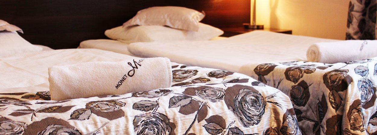 łóżko w hotelu monet