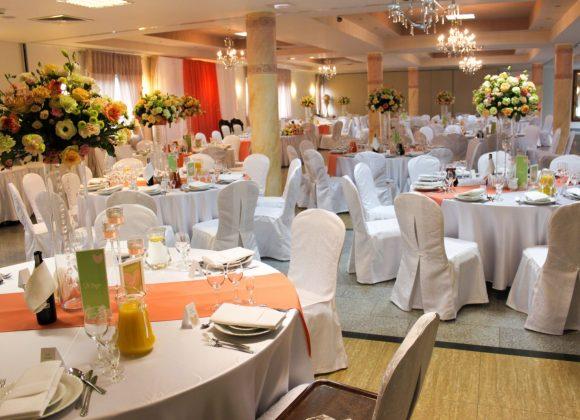 sala kwiatowa w aranżacji weselnej